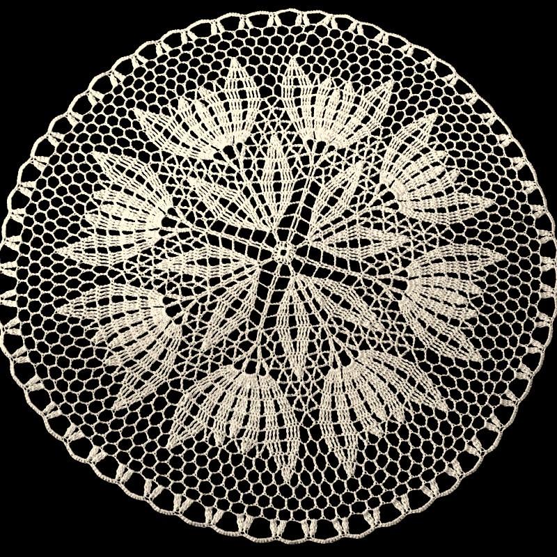 Ručně vyráběné krajkové náušnice rhombus