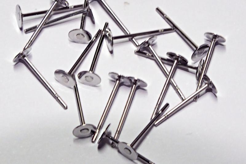 Náušnicová puzeta z oceli